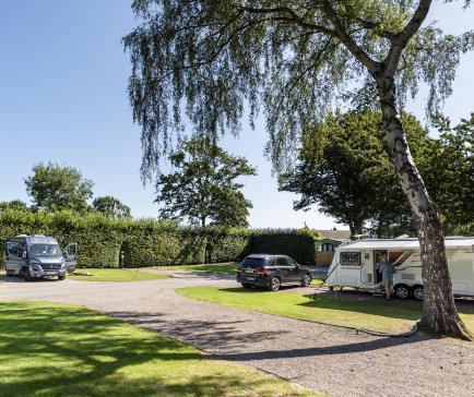 5 star caravan touring site at Pearl Lake Herefordshire