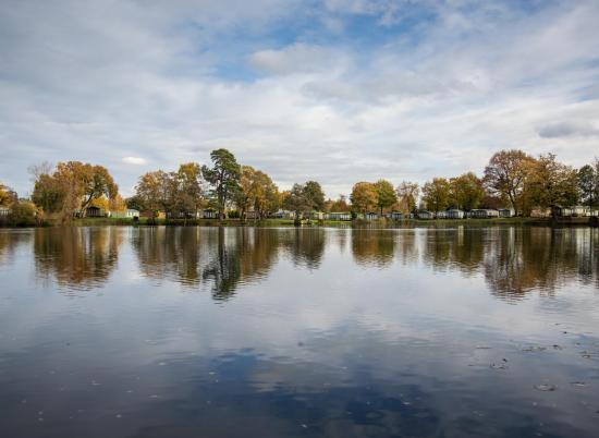 Autumn colours across the lake at Pearl Lake