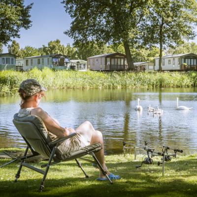 Pearl Lake, fishing. 5 star caravan holiday park, Herefordshire